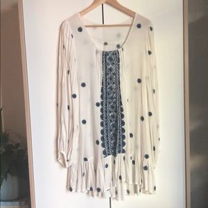 Free People embroidered daisy tunic blue white L
